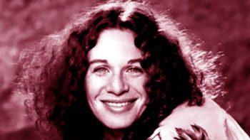 Carole King, le repetían sonríe y... sonreía
