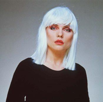 Blondie muy blanca