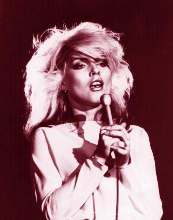 Debbie Harry entonando