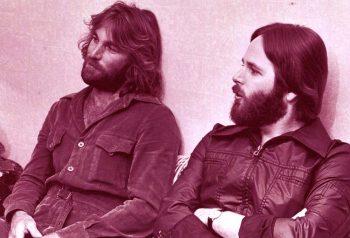 Dennis y Carl muy relajados y... sin humo