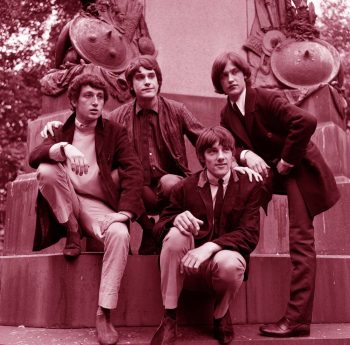 The Kinks semisentados