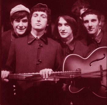 The Kinks agarrando
