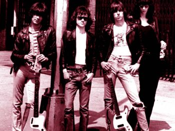 The Ramones en una farola