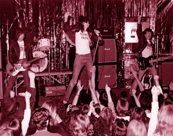 The Ramones puños arriba