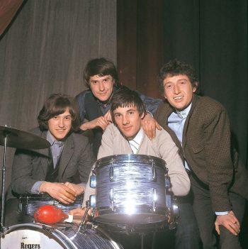 The Kinks Contentos con su Batería Nueva