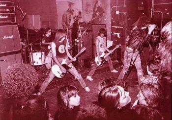 The Ramones actuando